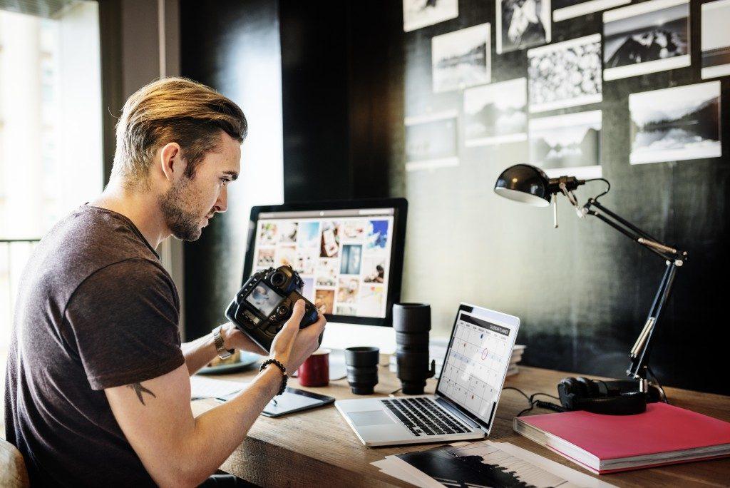 Man choosing a photo