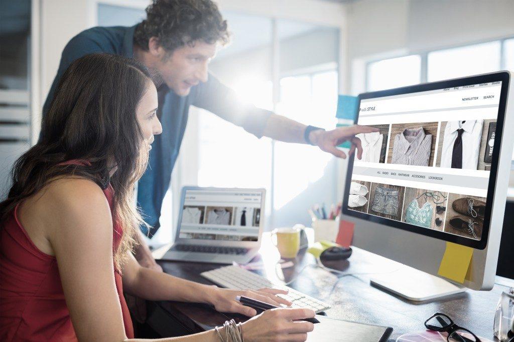 2 people working in a digital marketing agency